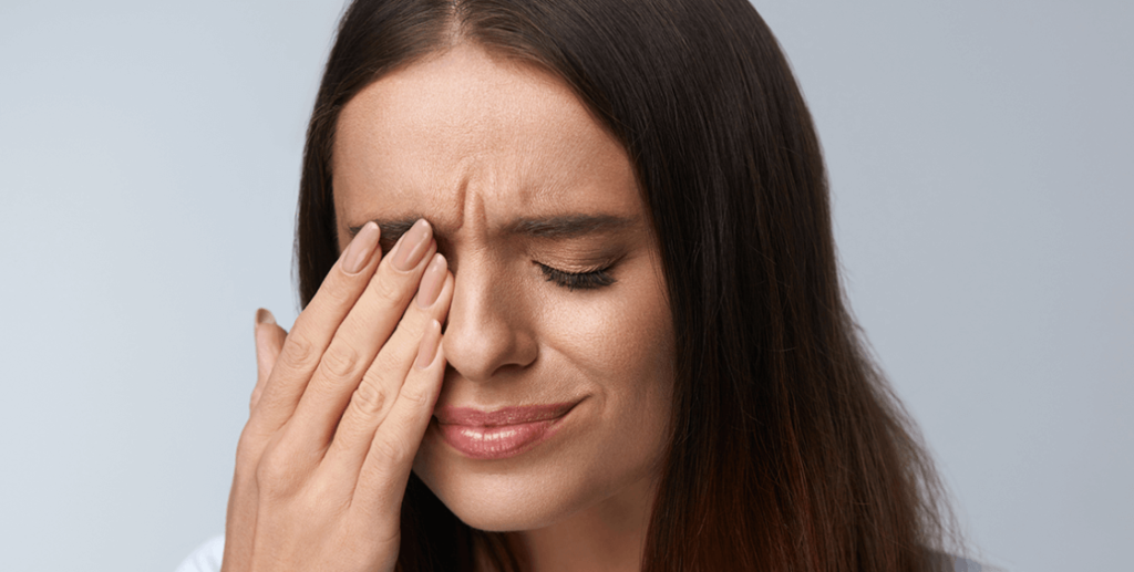 Cause of Eye Pain When Blinking Many things or chemicals in the surrounding environment can cause eye pain when you blink. However, there are many reasons from which you can feel pain in your eye while blinking rapidly or slowly. But few times you have to need sudden treatment. The common reasons for eye pain when you blink are dry eyes, or pink eyes. Some most severe causes that are the reason for eye pain when the blink is optic neuritis and glaucoma. Possible causes and Symptoms of eye pain when blinking: Many possible causes bring eye pain in your peaceful life, and their symptoms are mentioned below:  Chemical burns: A person who works in an area around chemicals or works in a chemical factory may his eye got contact with chemicals, and it can cause eye damage.  Dry Eyes: Moisture is a blessing for our eyes. You blink your eyes just because of the moisture, the tears; you can move your eye quickly and see everything clearly and comfortably. But when your eye stop is making fluid, you can feel dryness in your eyes, which is a symptom of eye pain when blinking.  Glaucoma: Glaucoma is a severe symptom that can cause a major problem in your eye. You can feel pain and pressure in your eyes while blinking too much. You can experience this pain not usually because this type of pain is a signal towards major issues and treatment.  Allergic Conjunctivitis: Allergic substances cause main irritation in the eyes, such as mold spores and Pollen. A thin membrane in the eye helps in converging eyeballs and to move the eyelid. Allergic conjunctivitis and inflammation will turn your eye red, watery, and itchy. This thing makes pain in your eye. If you feel such a problem in your eyes then much take an appointment with a doctor as soon as possible.  Corneal Scratches: Cornea is defined as the outer and most transparent layer of the eye. Its function is to converge the iris and pupil of your eye. If accidentally you d=got a scratch you're the cornea layer of the eye, it will caus